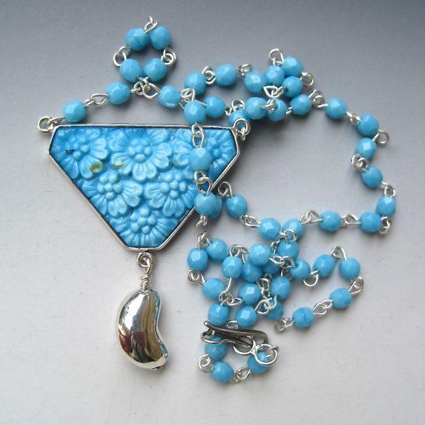 kidney-drop-necklace-vintage-glass