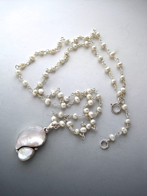 mother-of-pearl-kidney-necklace